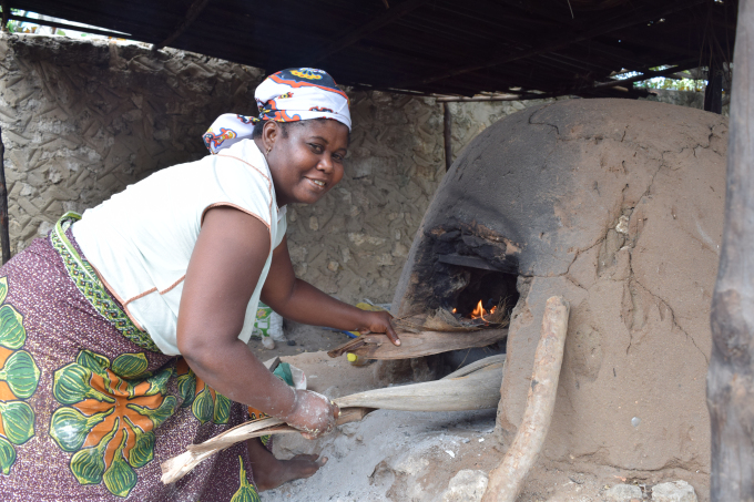 Teresa lighting the beautiful bread-oven.